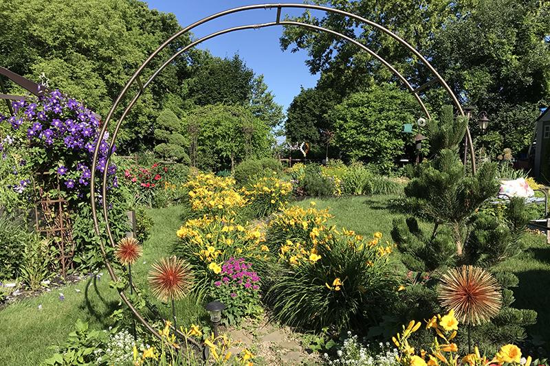 Take a Virtual Tour of This Awesome Perennial Garden